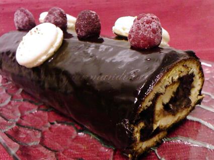 Recette de bûche au chocolat, framboises et lychees
