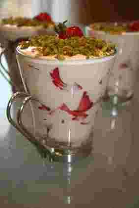 Tiramisu aux fraises et éclats de pistache