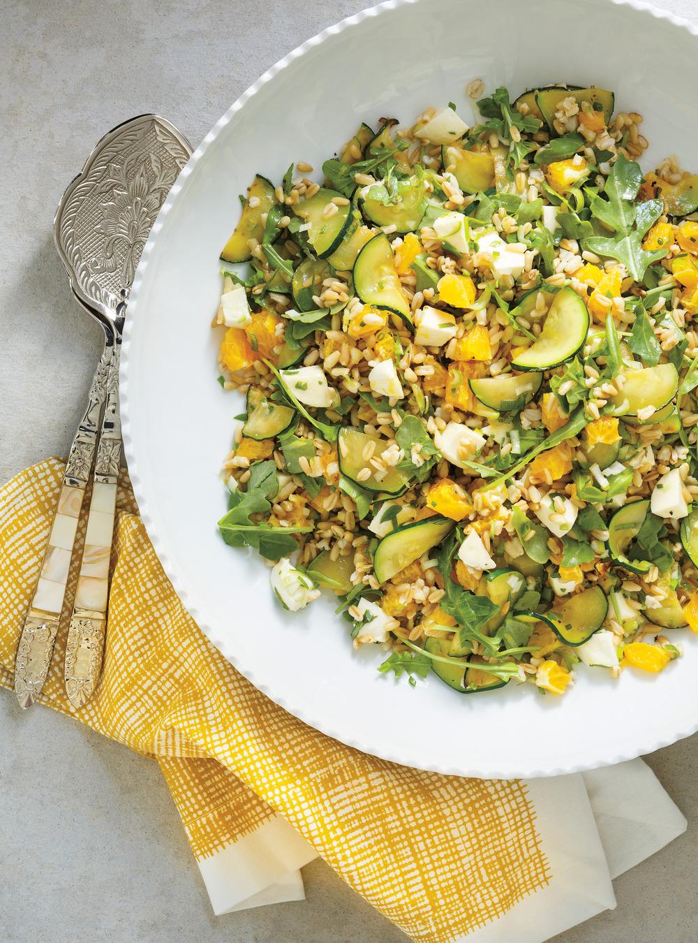 Salade d'avoine, de bocconcini, de courgettes et d'agrumes | ricardo