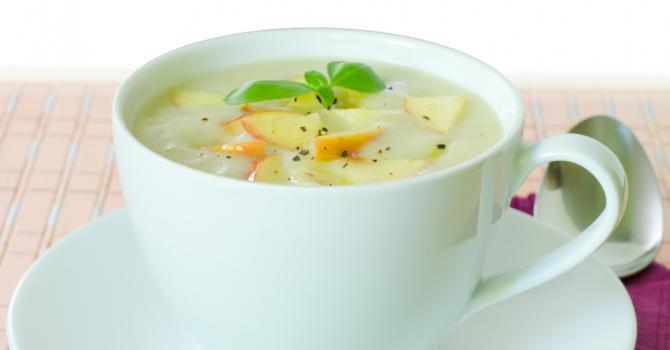 Recette de soupe ultra light aux pommes et à l'oignon
