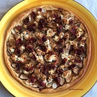 Recette de tarte fine aux pommes, chèvre frais et bacon