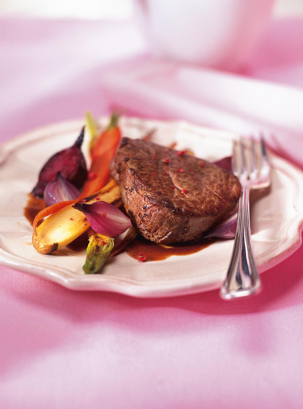 Coeurs de filet mignon, sauce aphrodisiaque et légumes racines ...