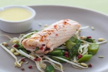 Recette de paupiette de saumon aux asperges, beurre blanc rapide