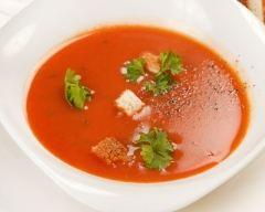 Recette gaspacho tomate, poivron rouge, dés de chèvre