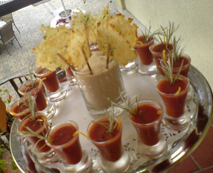 Recette de soupe froide de tomates et sucettes au parmesan