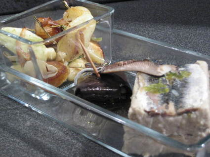 Recette de papeton d'aubergines et sardines, pannequet noir