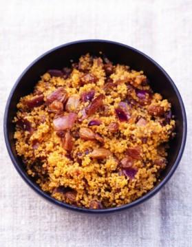 La semoule aux raisins, aux oignons et aux épices pour 6 ...