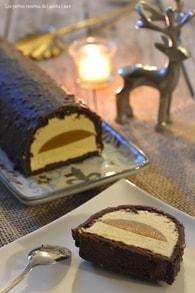 Bûche au confit et à la mousse de fruits exotiques glaçage chocolat