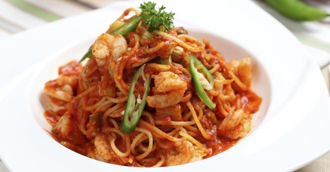 Recette de pâtes chinoises aux crevettes et sauce tomate