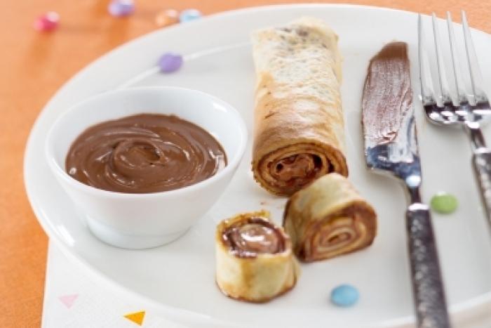 Recette de crêpes roulées crème chocolat-noisette rapide