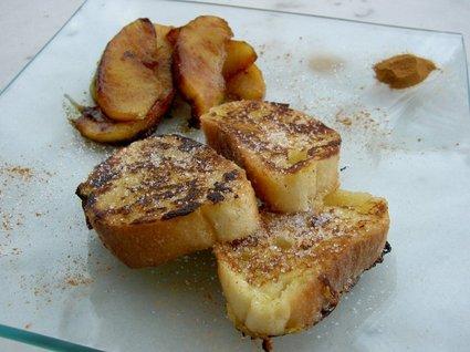 Recette de pain perdu au rhum et pommes caramélisées