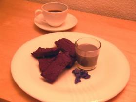 Financiers au chocolat et crème anglaise à la violette