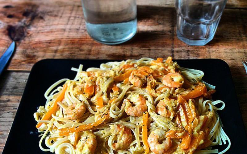 Recette spaghetti aux crevettes au curry et aux poivrons ...