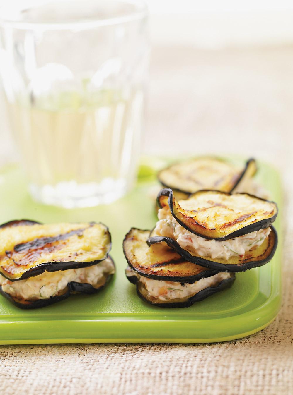 Bouchées d'aubergine grillées au yogourt et aux noix | ricardo