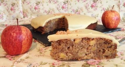 Gâteau aux pommes, noisettes, sirop d'érable et son manteau au ...