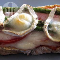 Recette tartine aux asperges vertes et au fromage de chèvre ...