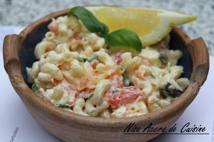 Recette de salade d'été aux coquillettes et saumon fumé