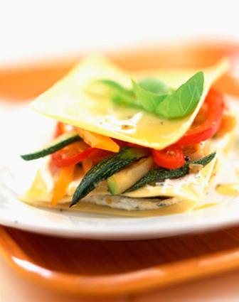 Recette de lasagnes de courgettes, poivrons et fromage de chèvre ...