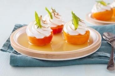 Recette de abricots pochés au thé aux fruits rouges et meringués à ...