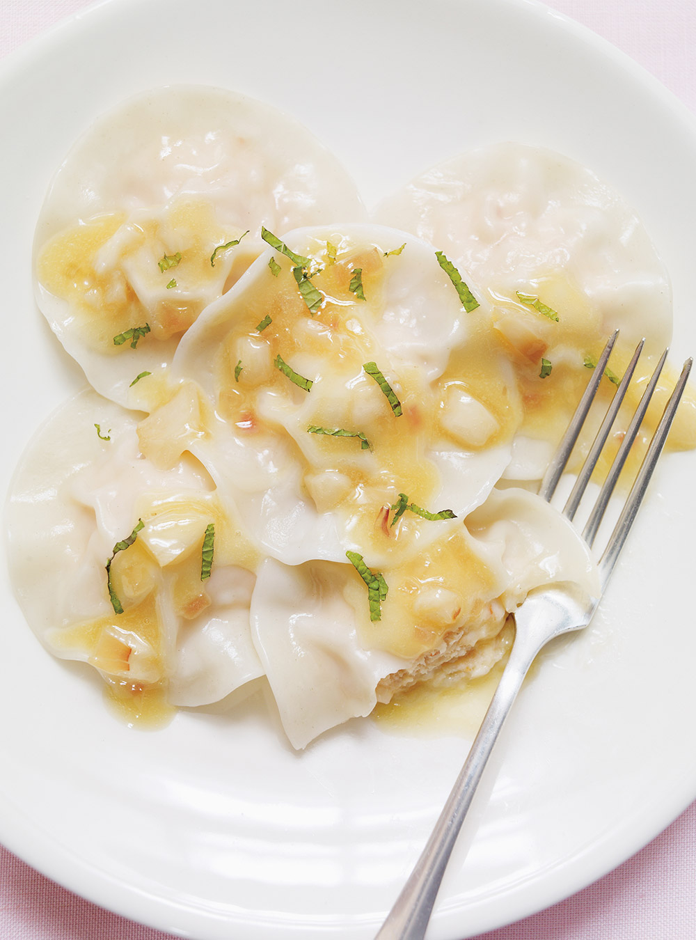 Raviolis de crevettes, beurre blanc aux litchis | ricardo