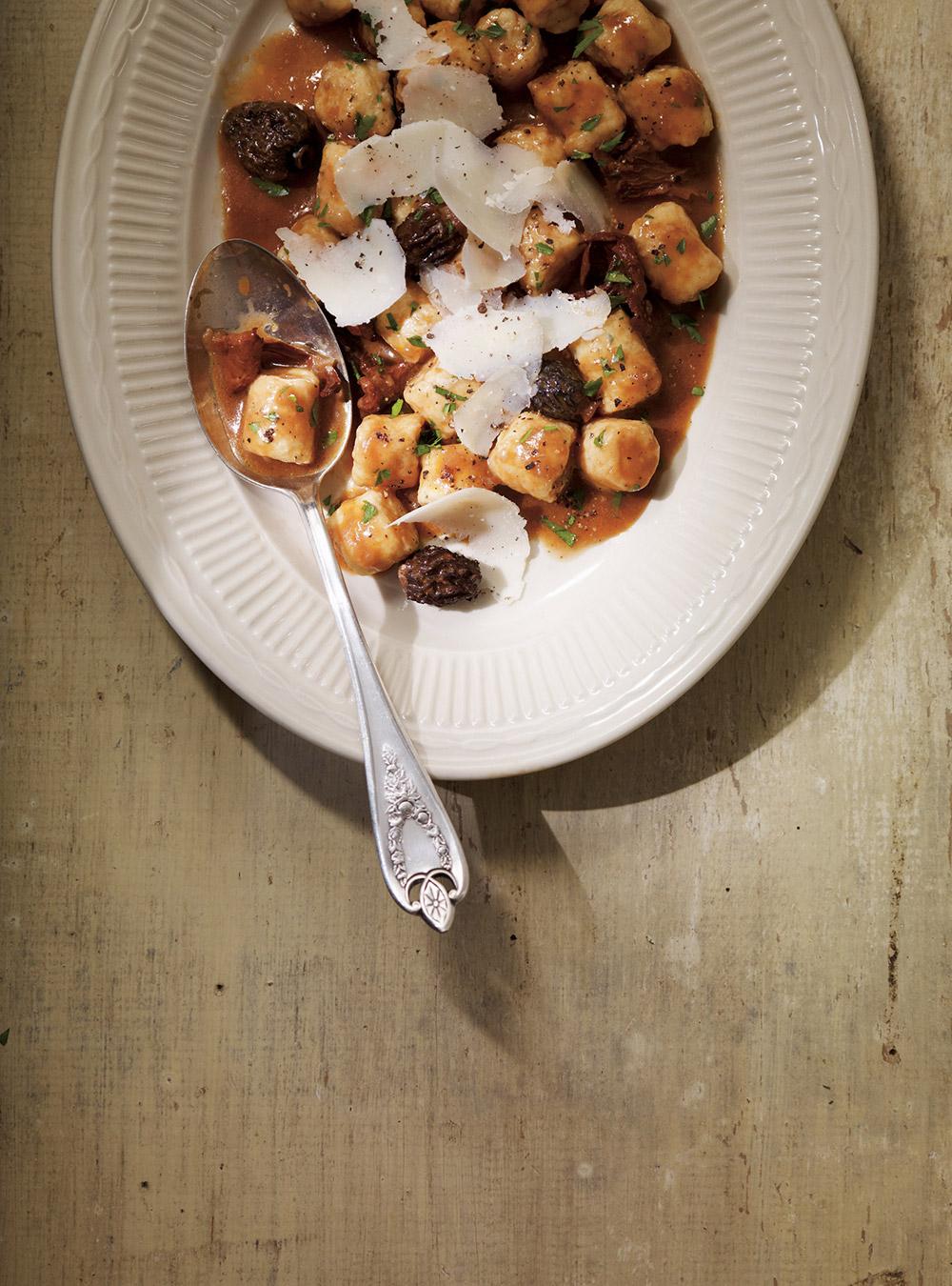 Gnocchis à la ricotta, sauce au vin rouge et aux champignons ...