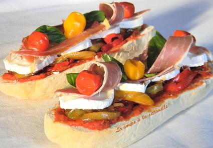 Recette de tartine méditerranéenne au chèvre