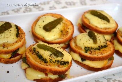 Recette de petits croques à la raclette et moutarde à l'ancienne