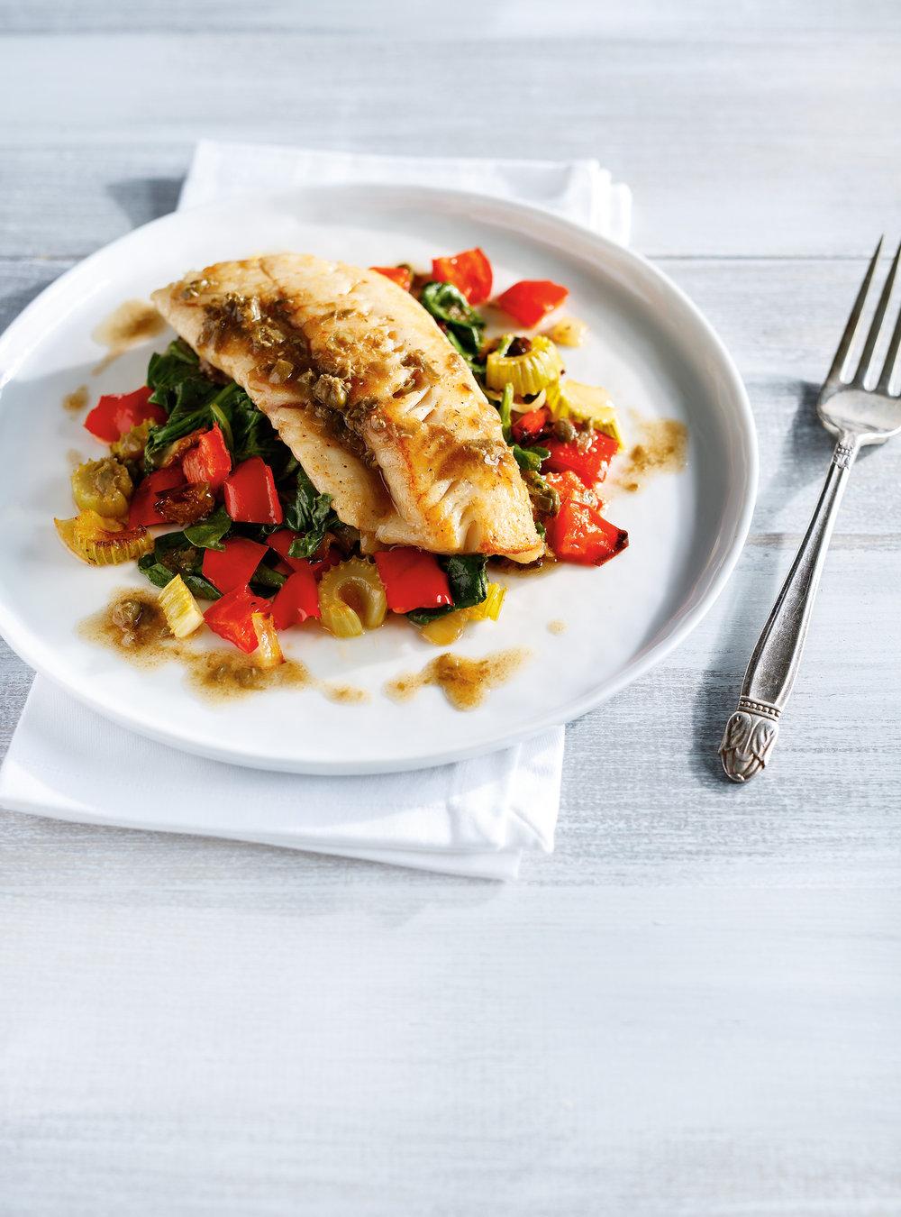 Poisson, légumes rôtis et beurre noisette aux câpres et aux anchois ...