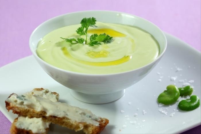 Recette de crème de fèves et crostini de gorgonzola facile et rapide