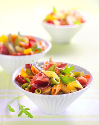 Recette de salade de mezze penne tricolore barilla et antipasti à la ...