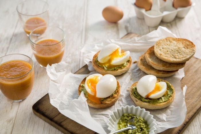 Recette de oeuf mollet, muffin et coulis vert rapide