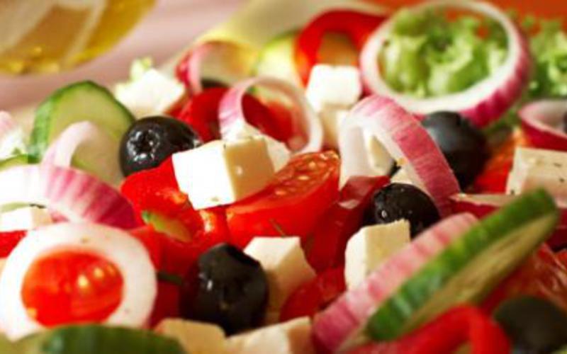 Salade grecque traditionnelle la recette facile recette - Cuisine grecque traditionnelle ...