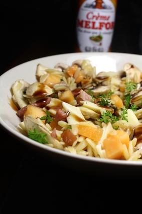 Recette de salade de pâtes aux lardons, melon, champignons