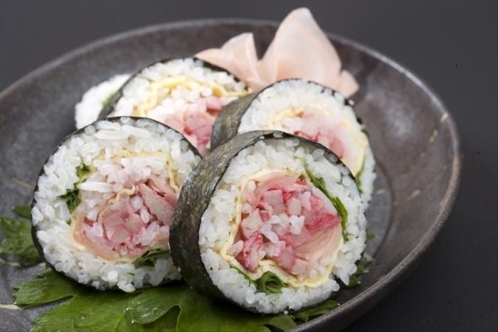 recette de maki japonais oeuf de saumon et feuille de soja recette. Black Bedroom Furniture Sets. Home Design Ideas