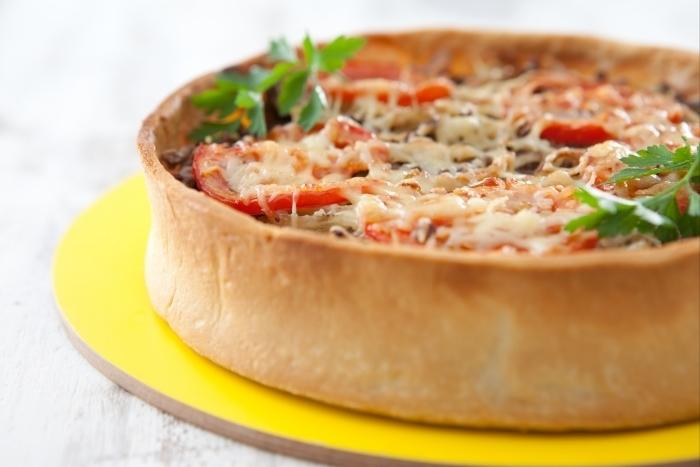 Recette de tarte boeuf haché, oignon et tomate gratinée au fromage ...