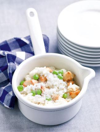 Recette de risotto crémeux aux petits pois et dés de poulet