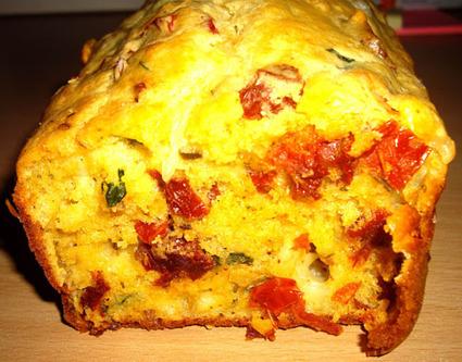 Recette de cake tomates séchées, mozzarella et basilic