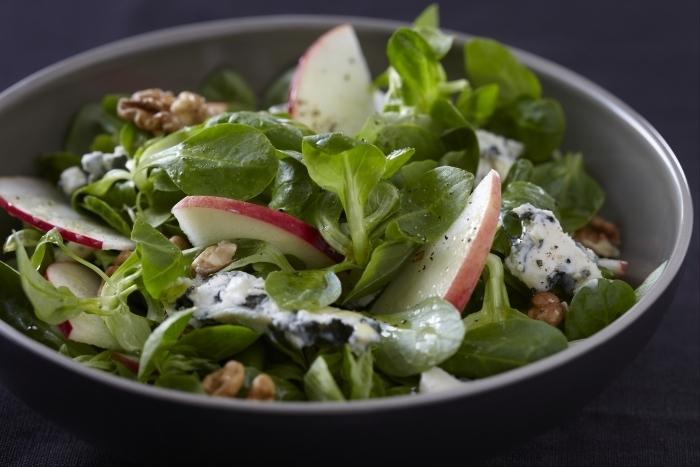 Recette de salade de roquefort, pomme et noix facile et rapide