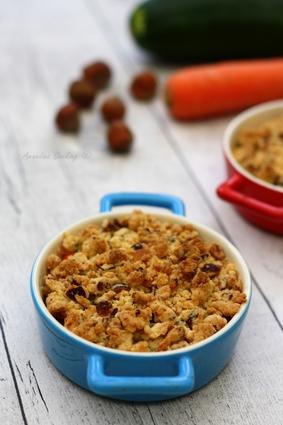 Recette de gratin de petits légumes en crumble de noisettes