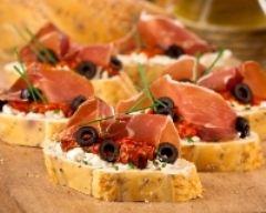 Recette toasts à la feta, jambon cru et tomates confites