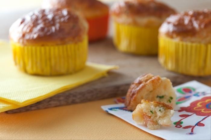 Recette de muffins au saumon et à la ciboulette facile et rapide
