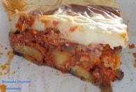 Moussaka d'aubergines, pommes de terre, porc et de boeuf, béchamel