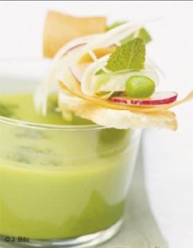 Soupe glacée de petits pois à la menthe, tartines de chèvre frais ...
