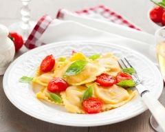 Recette salade de ravioles, tomates cerise et basilic